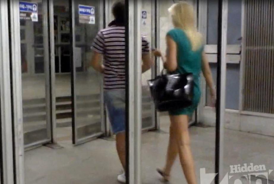Камера в метро видео под платьем 4