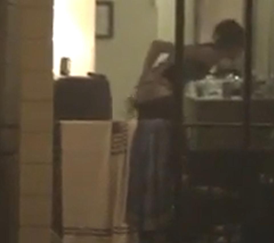 Видео спящих девушек скрыто раздеваются, фото пышных вагин крупно