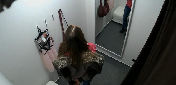 video-primerochnaya-nizhnego-belya-skritoy-kameroy