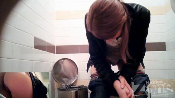 Порнофильмы скрытая камера в туалете