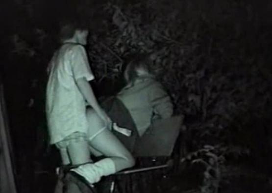 Секс в ночью в парке