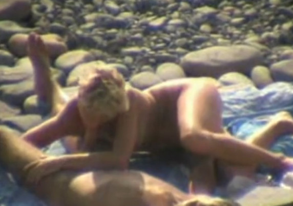 Пляжный оральный секс