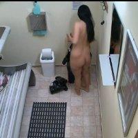 Девушка, скрытая камера девушки мастурбируют в солярии