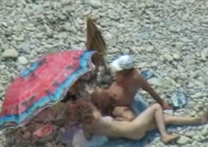 Миньет на берегу