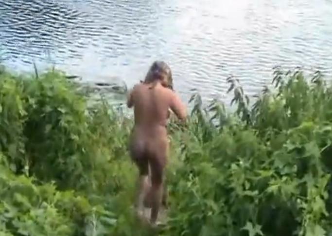 Секс в кустах на берегу реки