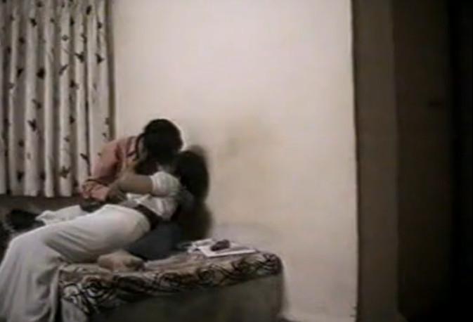 Смотреть скрытая индийский секс смотреть онлайн фотоография