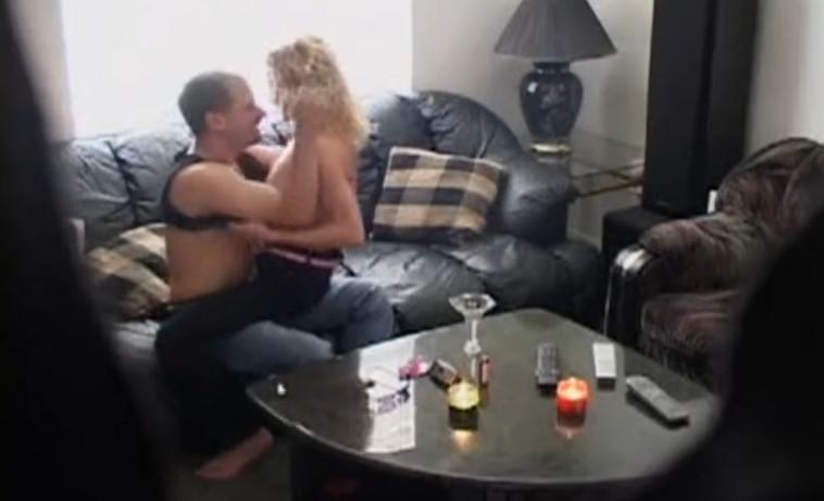 seks-skritiy-kamera-gostinitsi-russkoe-domashnee-porno-muzha-i-zheni-ot-pervogo-litsa