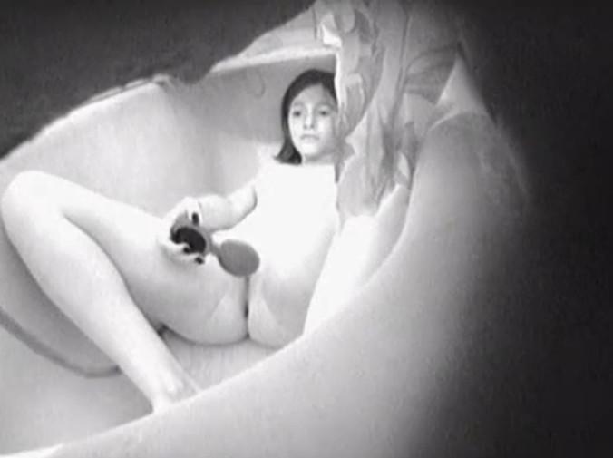 Скрытая камера в солярии и мастурбация, порно с алисы фрейндлих