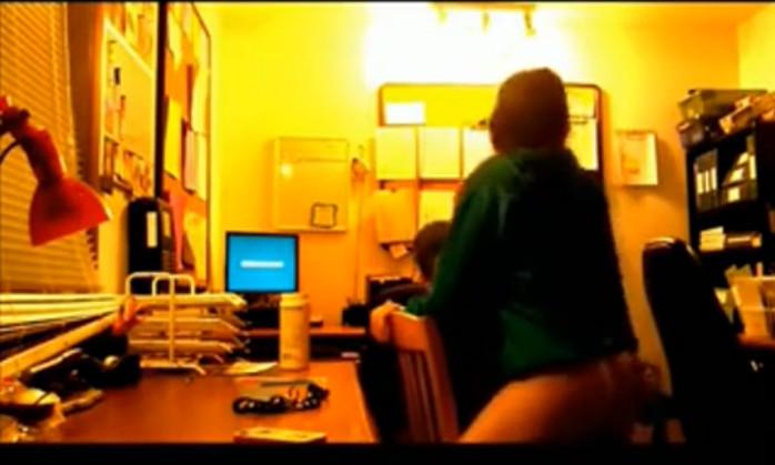 Члены деревенских скрытая камера в общежития комнате