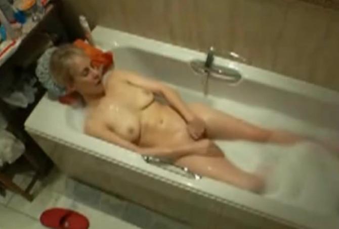 смотреть фильм бесплатно про мастурбацию в ванной