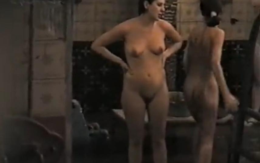 Смотреть порно скрытой баня
