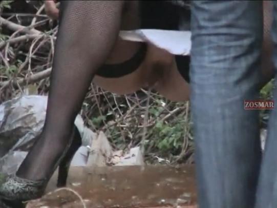 video-podglyadivayut-kak-devushki-pisayut-nastoyashaya-masturbatsiya-skritaya-kamera