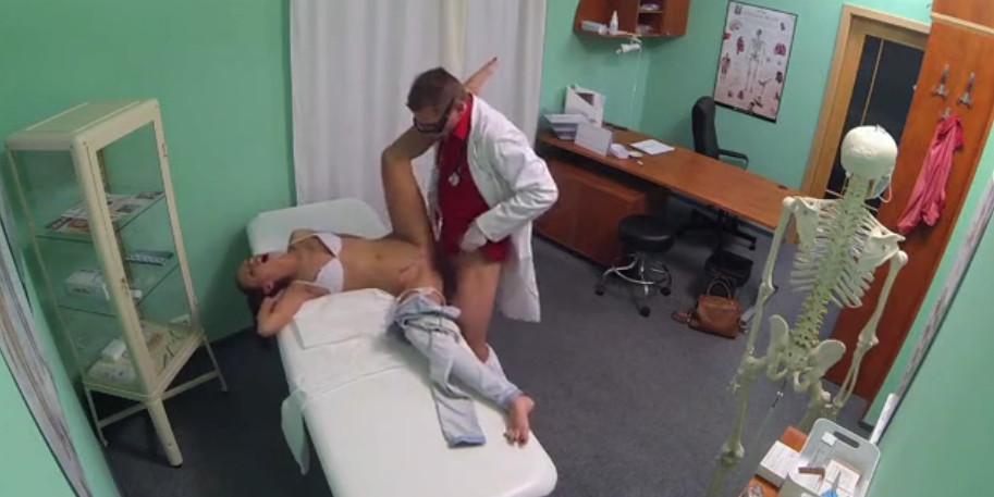 skritaya-kamera-foto-ginekologa