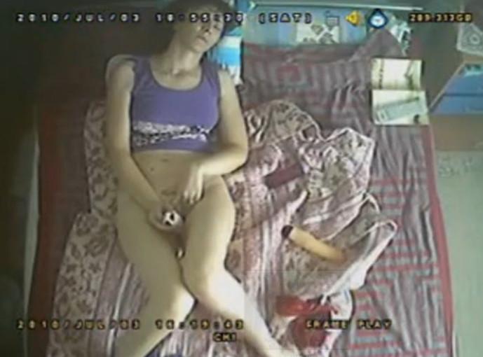 Фото как муж онанирует в кровати 3 фотография