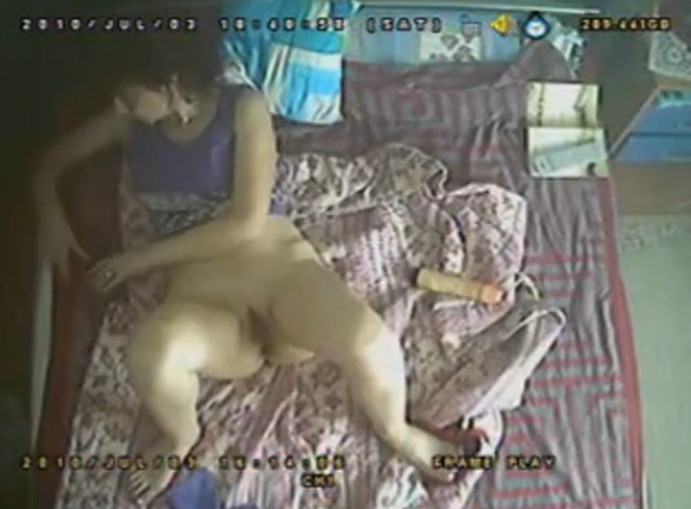 Фото как муж онанирует в кровати 2 фотография