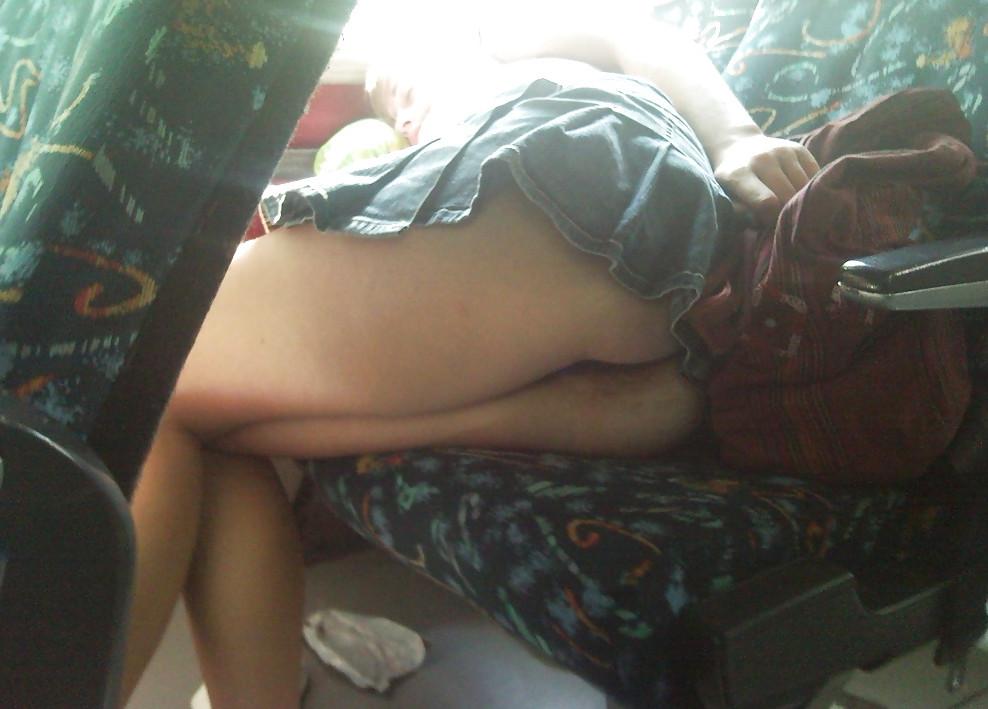 Скрытая камера в автобусе без трусикв