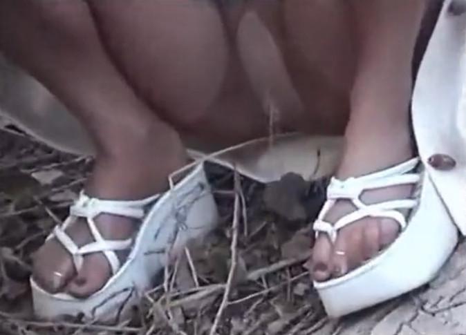 Видео тёлки писают в штаны фото 640-494