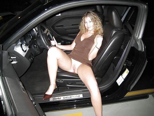 Без трусов в машине 1 фотография