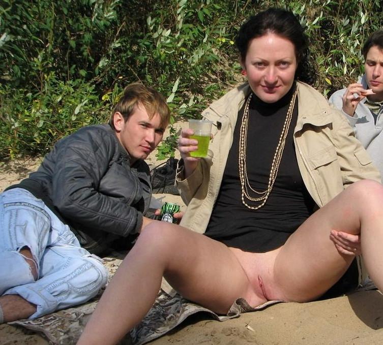 фото девушки без трусов пьяные