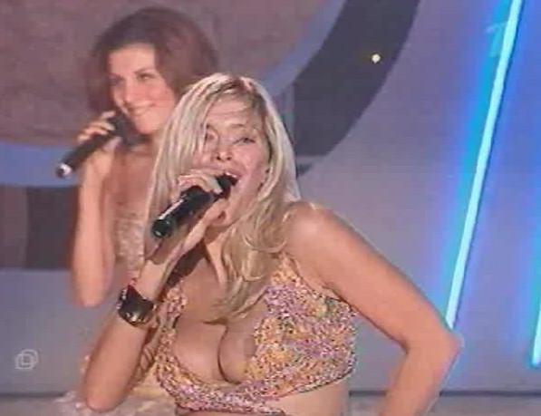Засветы на сцене онлайн, порно молодая красивая грудь