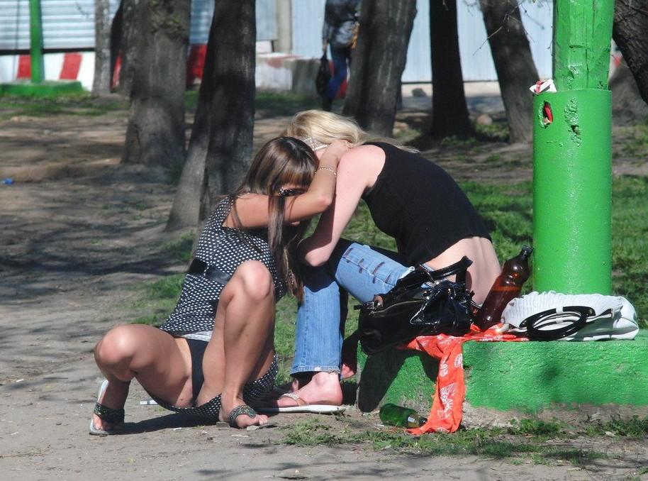 Подглядывание под юбку в фотографии, девушка раком частное
