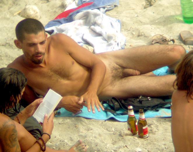 Подглядывание За Обнаженными Парнями На Пляже Видео