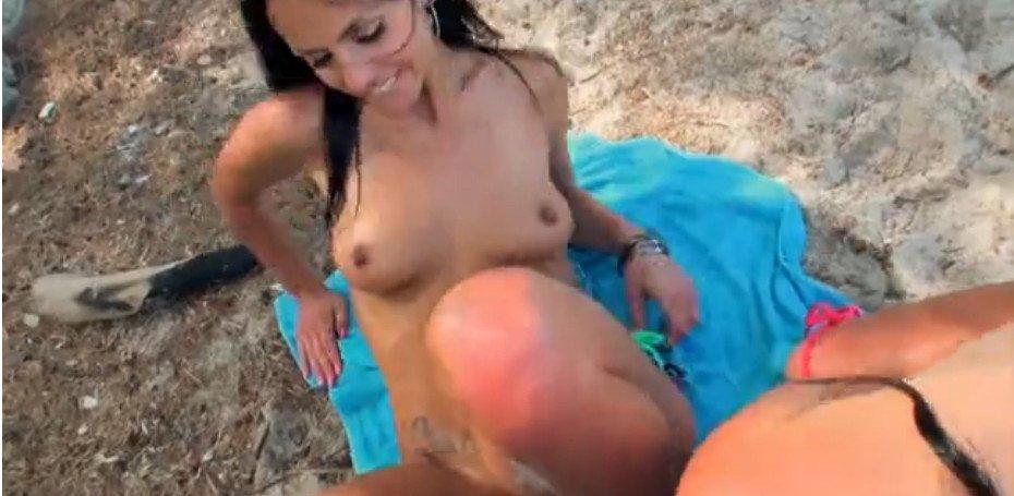 Девушки на пляже делают минет — photo 12