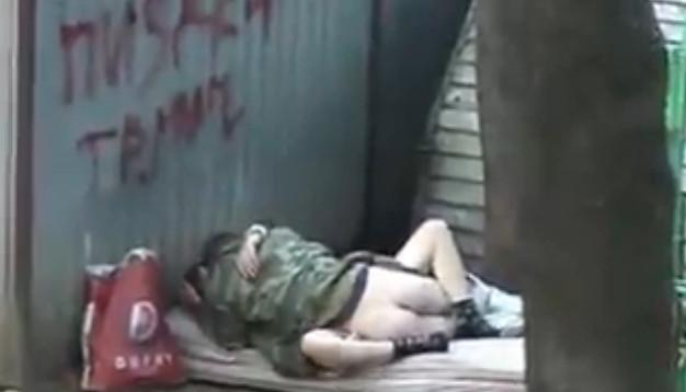 Секс на улице на камеру видеонаблюдения фото 424-570